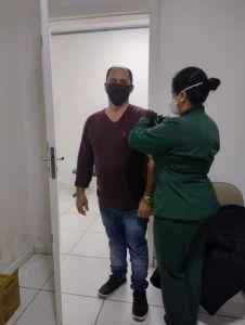 vacina-1-226x300 Prefeito e primeira-dama tomam vacina contra covid-19