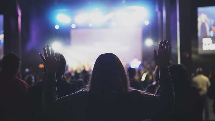 Modern worship band humbled after trying to sing 90s worship song