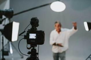 Acting lessons to help congregations pretend
