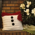 Find the free crochet pattern for this fun Snowman Pillow Sham at SaltyPearlCrochet.com!