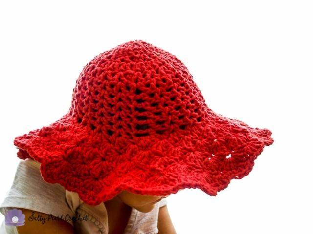 Photo of the brim of the Scalloped Toddler Beach Hat.