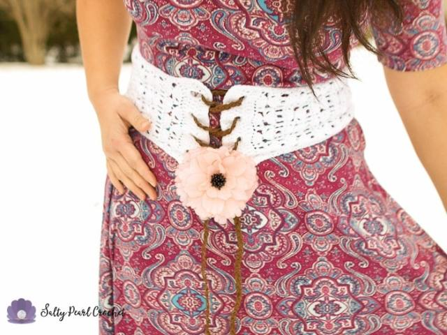 Find the free Clamshell Lace Corset Belt Pattern at SaltyPearlCrochet.com!
