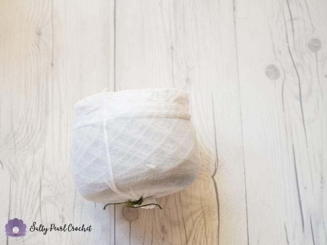 Keeping Yarn Cakes Neat using Pantyhose