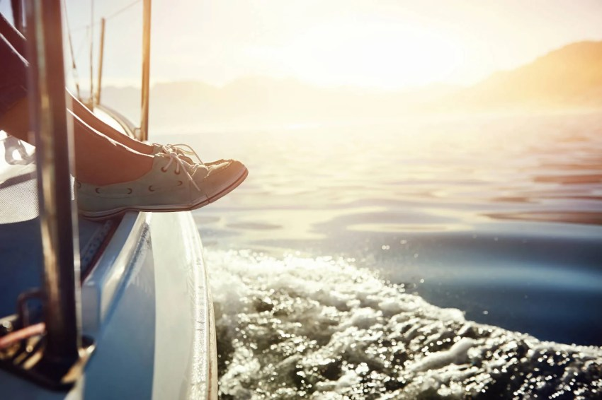 relaxing-sailing