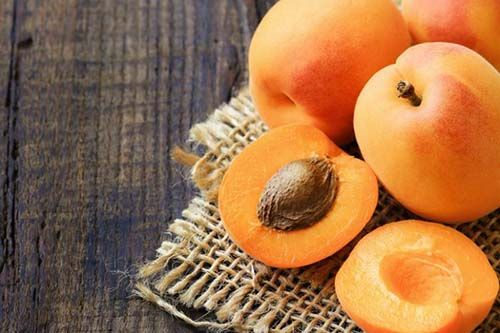 Apricot Seeds, Cancer Treatment or Danger to Health ?