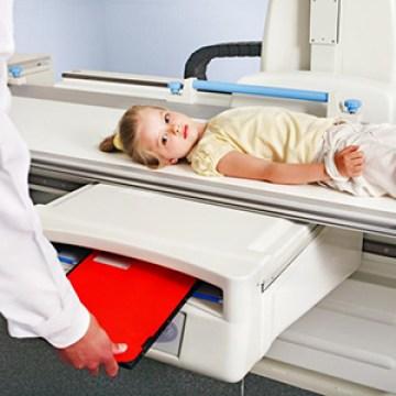 La FDA se compromete a proteger la salud de los niños al ayudar a reducir su exposición a la radiación de rayos X