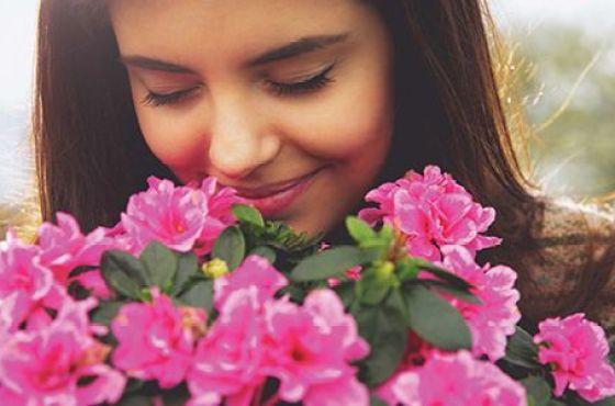 Ve Despacio y Detente a Oler Las Rosas