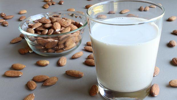 Agua de coco, leche de almendras