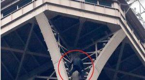 Русскоговорящего самоубийцу с Эйфелевой башни отправили в психбольницу