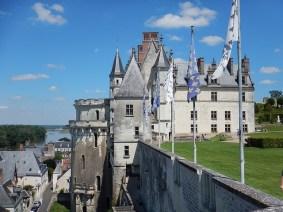 Замок Амбуазодин из трех самых популярных замков Луары.
