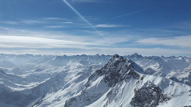 Альпы вслед за Арктикой покрываются пластмассовый снегом