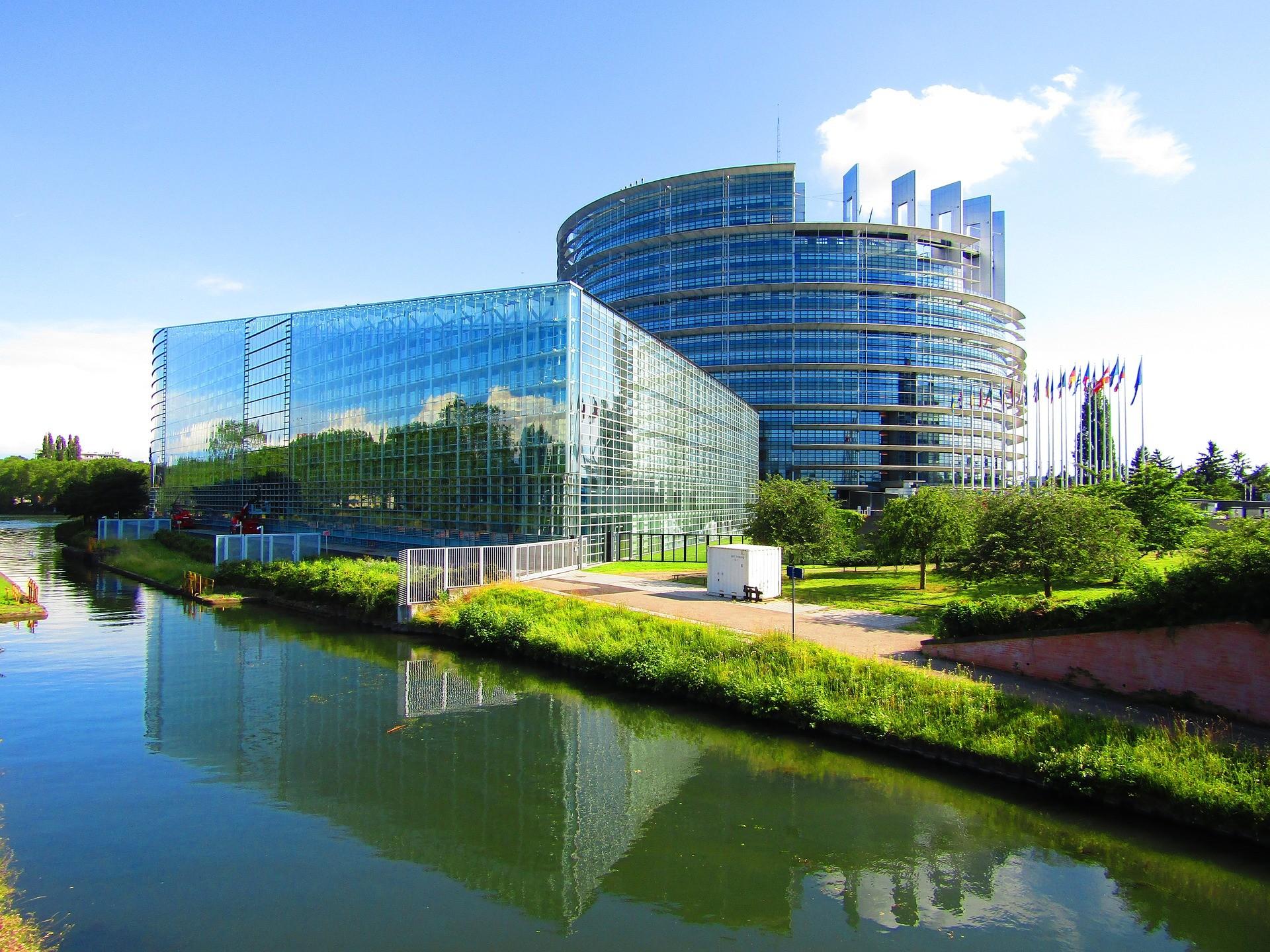 Маски: суд Страсбурга отменил ее постоянное обязательное ношение.