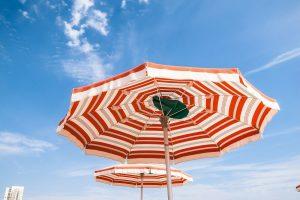Ombrellone mare spiaggia 220 cm alluminio antivento protezione uv roma. I 7 Migliori Ombrelloni Da Spiaggia 2021 Classifica E Offerte