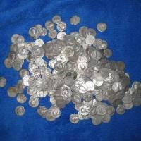 Încă un tezaur monetar descoperit de către un detectorist român