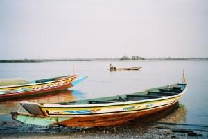 Pirogues à l'embarcadère de N'Dangane