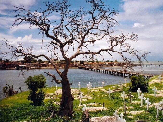 Vue de Fadiouth depuis l'île aux coquillages