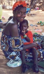 Femme peule et son bébé