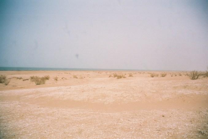 Quand la piste du désert mauritanien rejoint la mer...