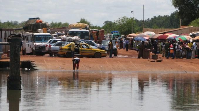 Le marché de l'embarcadère à Farafenni