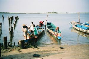 Notre pirogue au départ de N'Dangane