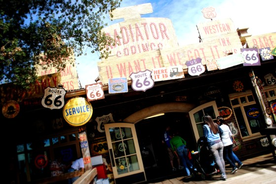cars-land-radiator-springs-curios