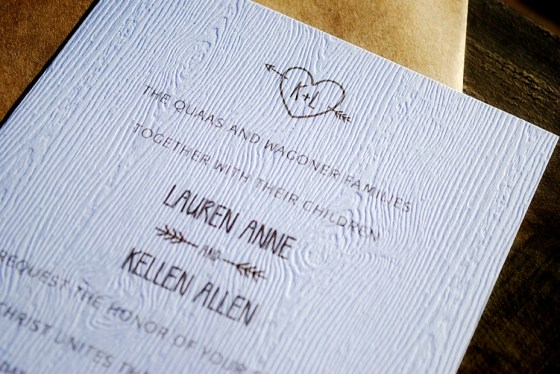 lauren-kellen-woodsy-outdoor-wedding-invite-closeup