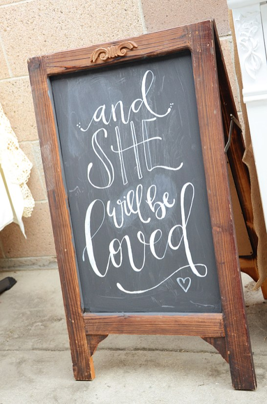 amies-shabby-chic-baby-shower-she-will-be-loved-chalkboard-sign
