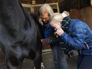 Meekijken met de dierenarts op ponykamp