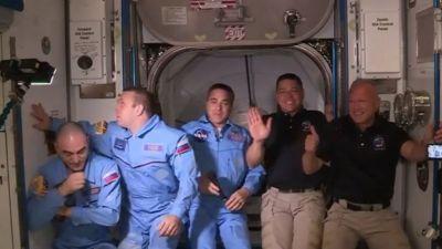अन्तरिक्ष स्टेशनमा प्रवेश गरे दुई अमेरिकी अन्तरिक्ष यात्री