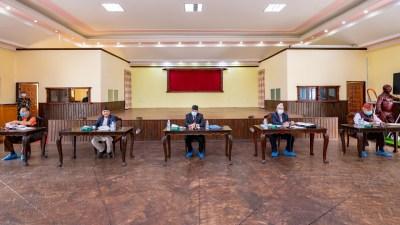 प्रधानमन्त्री ओलीले सरकार र 'कार्यकारी'अध्यक्षतासहित प्रचण्डले पार्टी सम्हाल्ने
