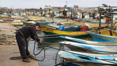 Israel closes Gaza fishing zone over rocket fire