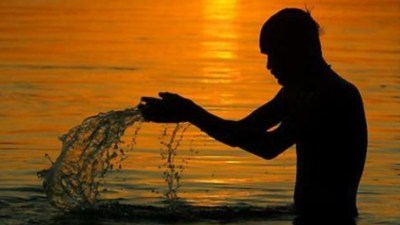 गङ्गादशहरा स्नान गर्न भक्तजन नदी किनारमा