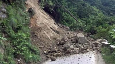 पहिराले सिद्धार्थ राजमार्ग अवरुद्ध