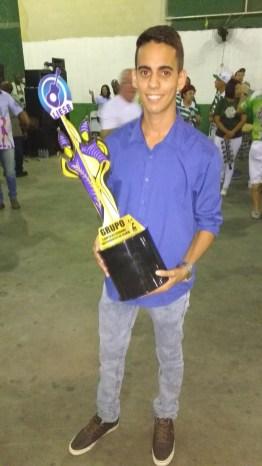 Presidente Brenno com o troféu de campeão