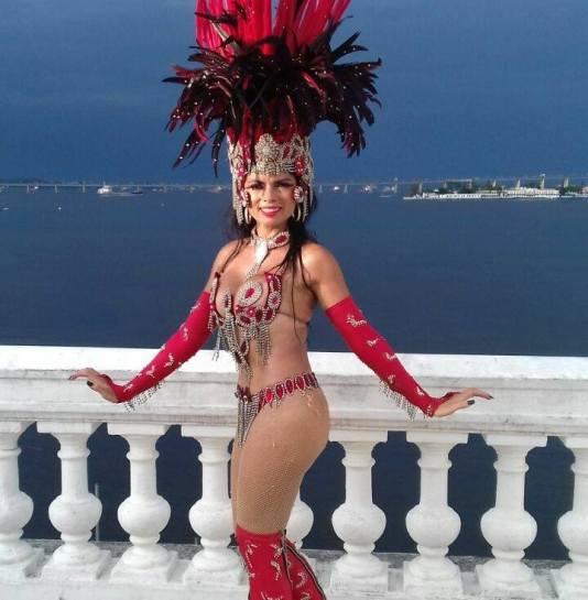 Rainha de Bateria: Jacqueline Oliveira