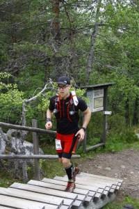 Viimeisen vaaranousun lopussa alkoi jo askel painamaan. Kuva: Vuokatti Trail Challenge