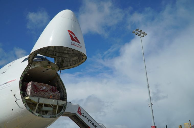 qantas receives first boeing