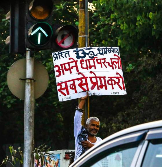 Man in Mumbai with message of peace