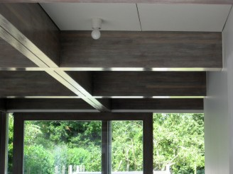 NIEM structural hardwood beams support the green roof.