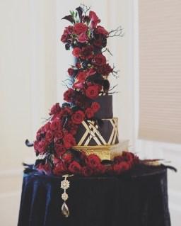 black-and-gold-wedding-cake