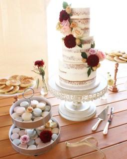 naked-cake-and-macarons
