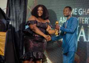 Sammy Kay Beat Nkonkonsah, Ronnie Is Everywhere And Zionfelix To Win Best Blogger Of The Year Award - [Watch Video]. 8