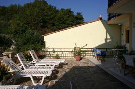 villa-agios-konstantinos-back-sunbeds