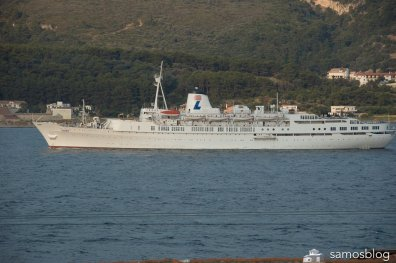 Cruise ship Ivory at Samos bat