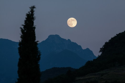 księżyc nad górami