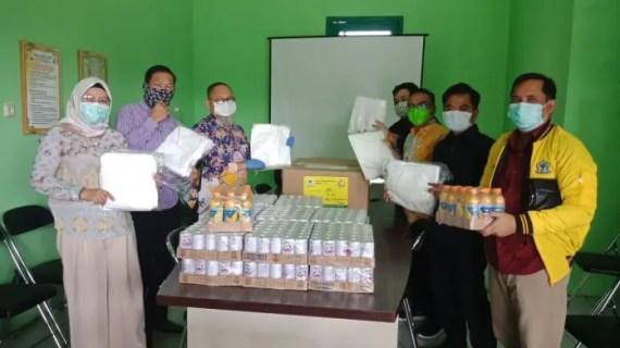 Fraksi Golkar Serahkan APD ke RSUD dr Murjani Sampit