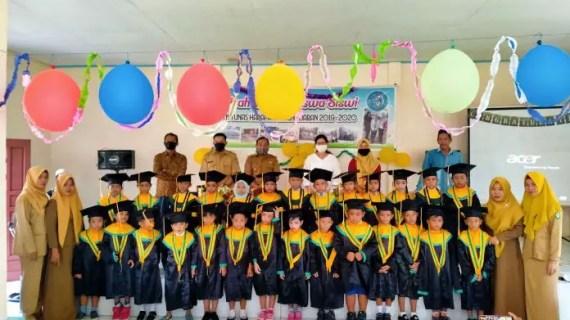 27 Anak TK Tunas Harapan Ujung Pandaran Diwisuda