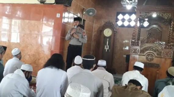 Safari Jumat, Kapolsek Jaya Karya Sosialisasi Kamtibmas Kepada Jamaah