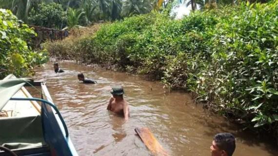 Distribusikan Material, Satgas TMMD Harus Terjun ke Sungai
