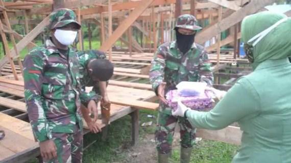 Ketua Persit KCK Cabang XLI Kodim 1015 Sampit Turun ke Lokasi TMMD